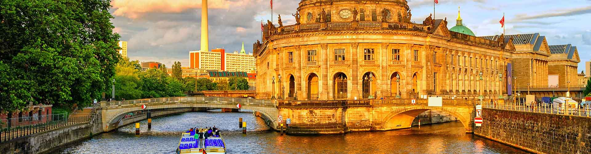 Berlin – Hostels in Berlin. Maps for Berlin, Photos and Reviews for each hostel in Berlin.